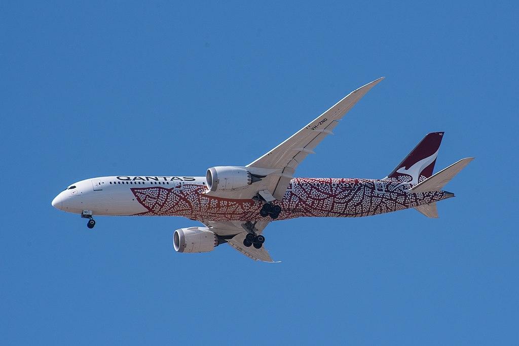 VH-ZND Boeing 787 vestido con la obra 'Dreamliner', de Emily Kame Kngwarreye