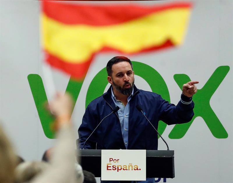 El presidente de Vox, Santiago Abascal, durante un acto electoral en el Kursaal de San Sebastián. EFE/Javier Etxezarreta