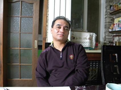 Ilham Tohti en el comedor de su casas