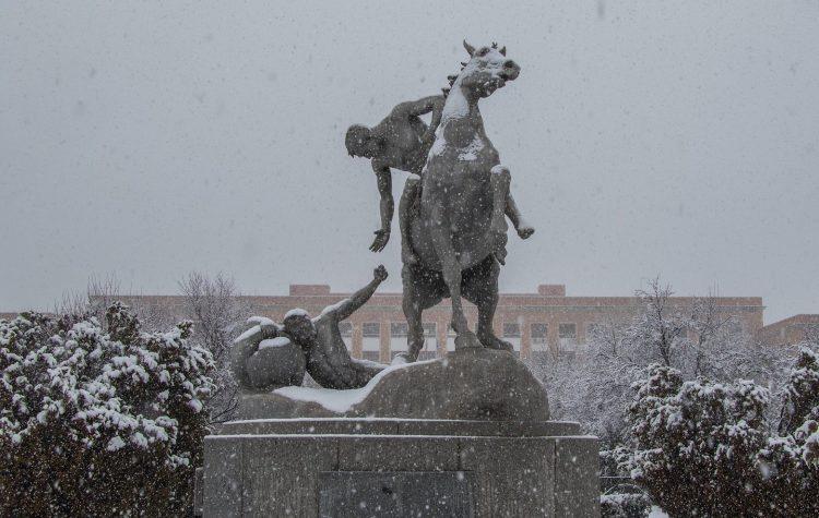 'Los portadores de la antorcha', escultura de Anna Hyatt en la Universidad Complutense de Madrid. Foto: UCM.