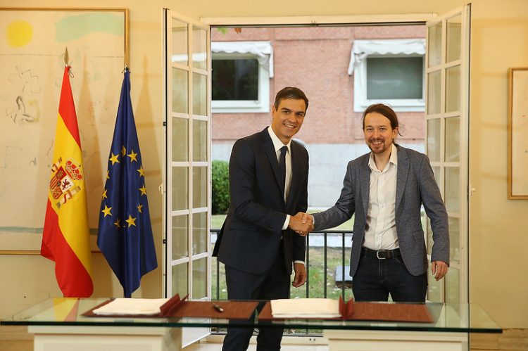 Pedro Sánchez y Pablo Iglesias durante la firma, en La Moncloa, del acuerdo sobre los Presupuestos Generales del Estado para 2019. Foto: La Moncloa.