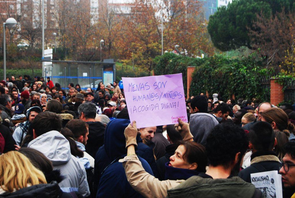 """""""Acogida digna"""". Concentración frente al centro de menores en Hortaleza"""