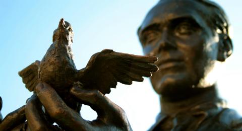 Estatua de Federico García Lorca / Fotografía de Nervión al día (CC BY-NC-ND 2.0)
