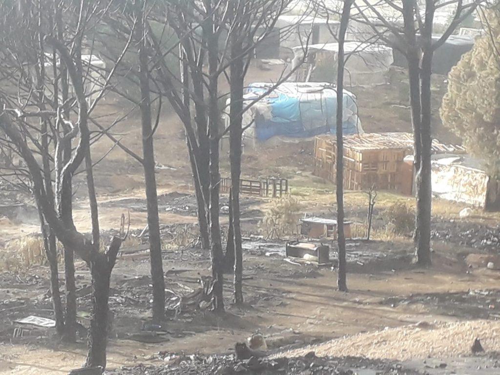 Resultado del incendio en el asentamiento. Fotografía de ASISTI