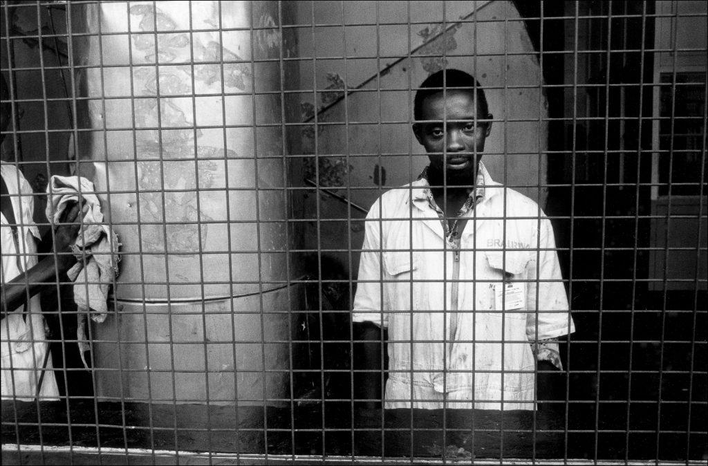 Hombre en Ruanda. Foto: Chechu Graf