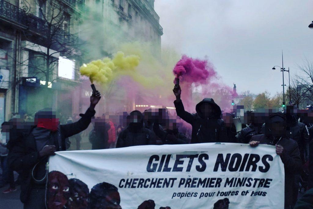Chalecos negros durante una manifestación en París / Foto: Chalecos Negros