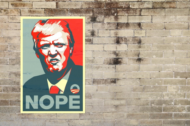 Cartel de Donald Trump en un muro