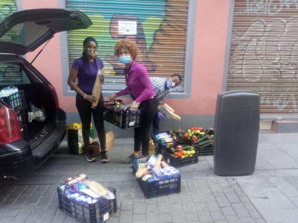 Reparto de alimentos en Madrid. Fotografía: Asociación Beshawear
