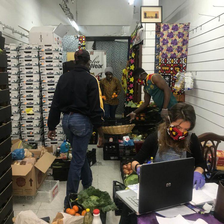Almacén de alimentos en Lavapiés de la Asociación Beshawear Unión de Africanos de España