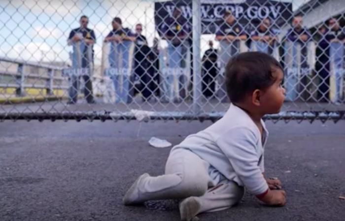 Abandono de niños en frontera de México con EEUU. Fuente: Proyecto Puente / YouTube.com