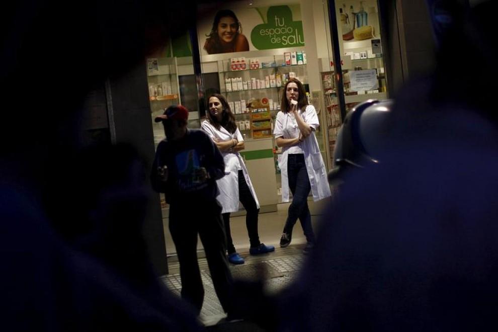 Empleadas de una farmacia en Málaga. REUTERS / Jon Nazca