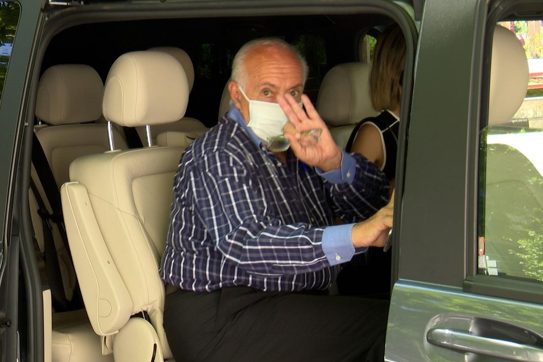 José Luis Moreno, en un vehículo, tras comparecer en los juzgados acompañado de su abogada. E.P.