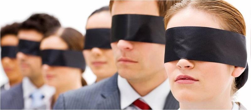 Personas con ojos vendados