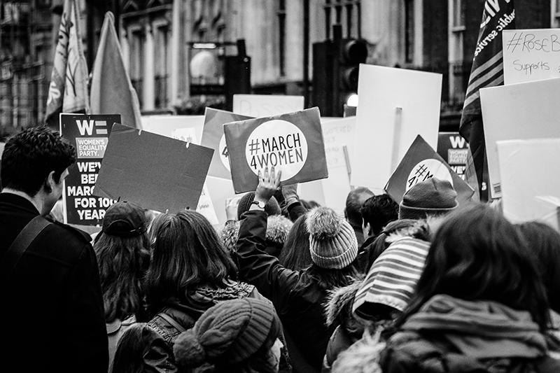 Manifestación por las mujeres.