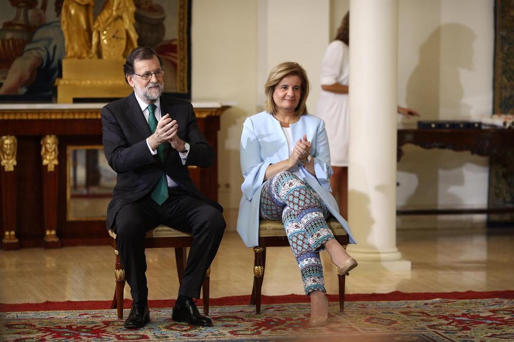 El presidente del Gobierno, mariano Rajoy, con la ministra de Empleo y Seguridad Social, Fátima Báñez, en el Palacio de la Moncloa. E.P.