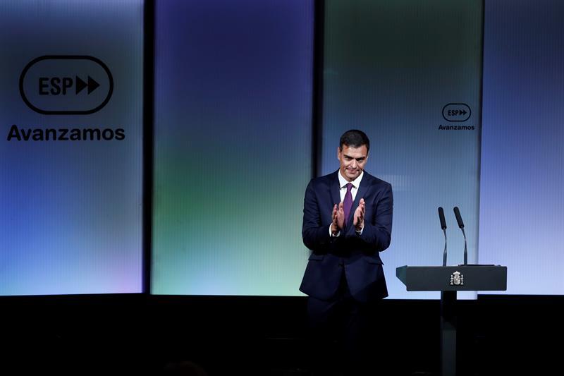 El presidente del gobierno, Pedro Sánchez, durante su intervención en el acto con motivo de los cien días de gestión del Ejecutivo. EFE/Emilio Naranjo