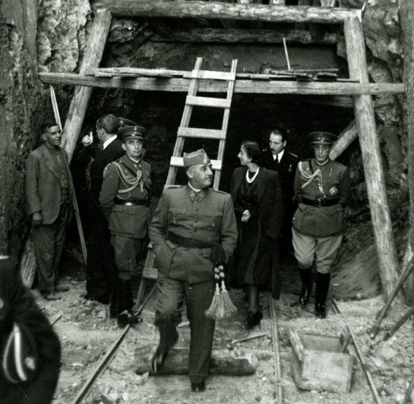 Francisco Franco visita en 1940 las obras de construcción del Valle de los Caídos