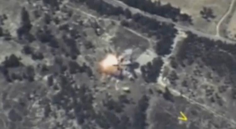 Imagen del Ministerio de Defensa ruso de un misil alcanzando un objetivo en la provincia siria de Idlib. REUTERS