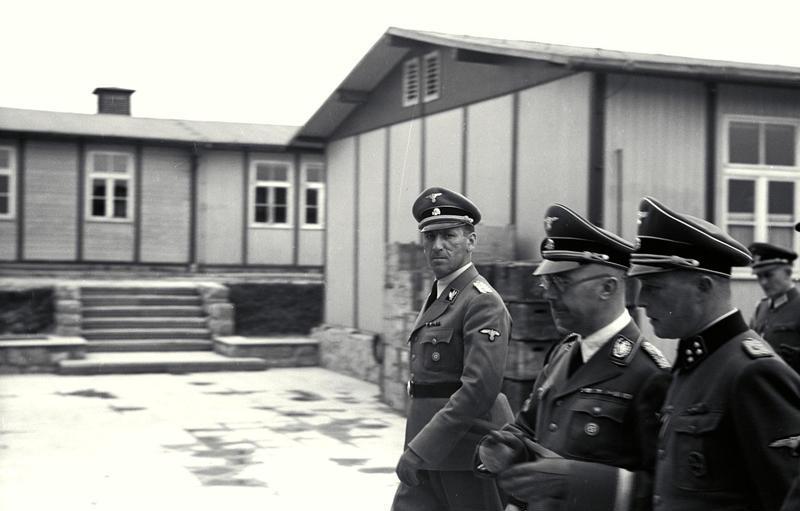 Ernst Kaltenbrunner junto a Himmler en una visita al Campo de concentración de Mauthausen, en una de las fotografías de prueba sacadas por Boix y luego empleadas en los Juicios de Nuremberg.