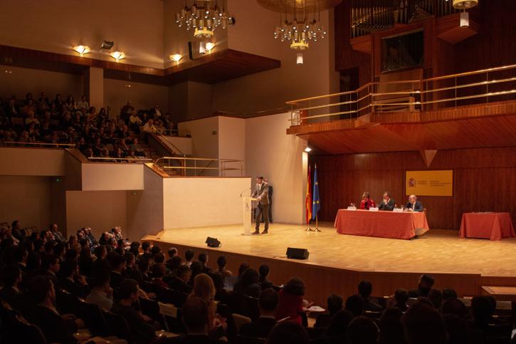 Pablo Scotto Benito pronuncia su discurso en el acto de entrega del con el Premio Nacional de Fin de Carrera