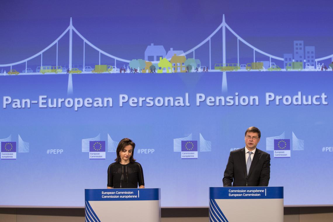 El vicepresidente de la Comisión Europea, Valdis Dombrovskis, en la presentación del 'Producto paneuropeo de pensiones individuales', en Bruselas. REUTERS