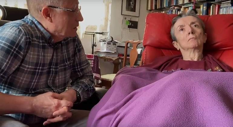 Ángel Hernández ayudó a su esposa María José Carrasco, afectada por esclerosis múltiple, a morir dignamente. EFE