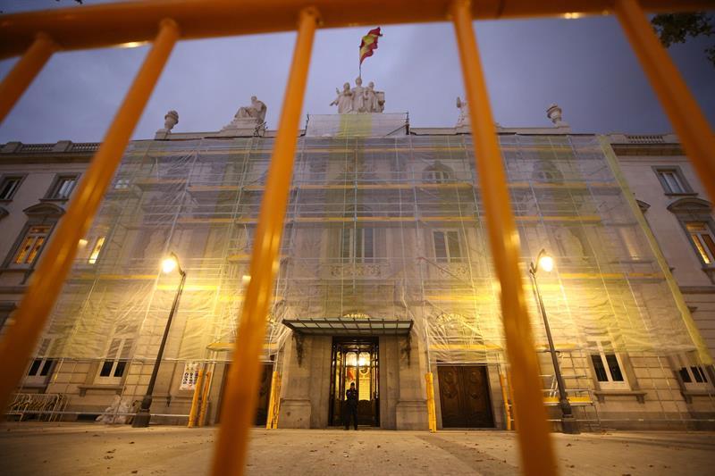 Vista de la fachada del Tribunal Supremo, en las horas previas de hacer pública la sentencia por el 'procés'. EFE/Javier Lizón