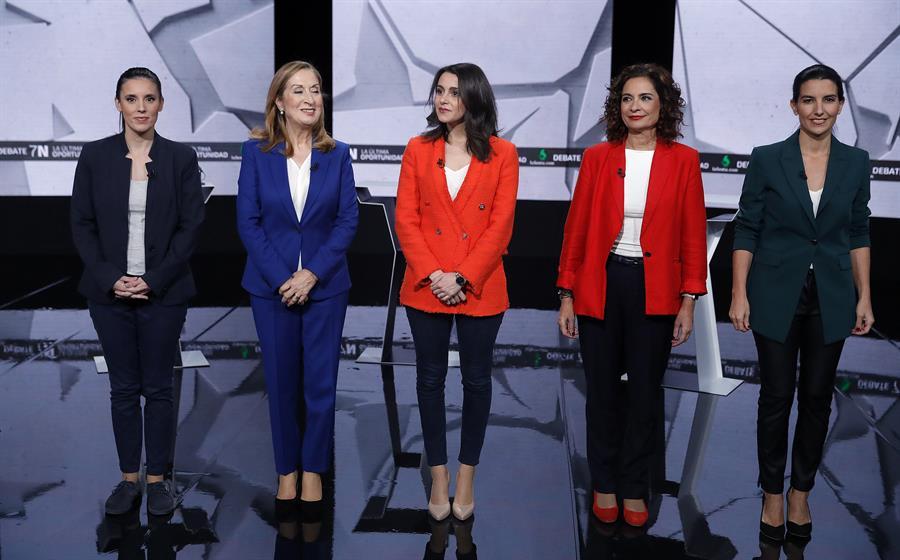 De izq. a der., Irene Montero (Unidas Podemos), Ana Pastor (PP), Inés Arrimadas (Ciudadanos), María Jesús Montero (PSOE), y Rocío Monasterio (Vox), antes del inicio del debate en laSexta. EFE/ JuanJo Martín