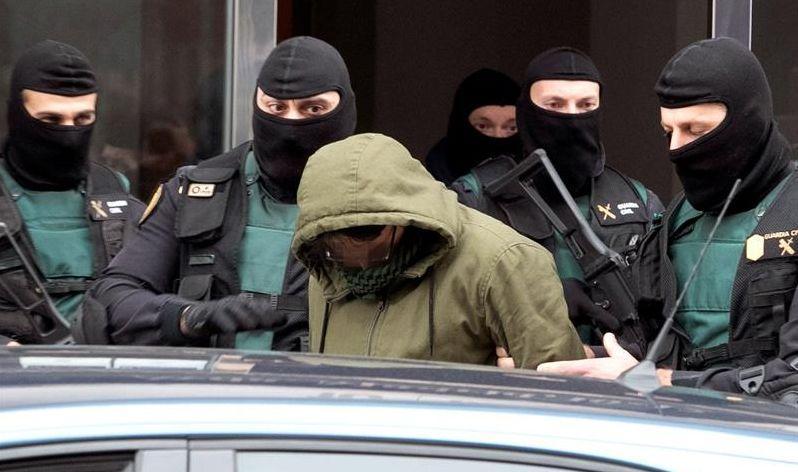 Detención en Zaragoza de un ciudadano marroquí acusado de autoadoctrinamiento y difusión de propaganda yihadista el pasado mes de enero. EFE/Javier Belver