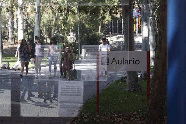 Estudiantes en el campus de Vicálvaro de la Universidad Rey Juan Carlos de Madrid (URJC). E.P./Eduardo Parra