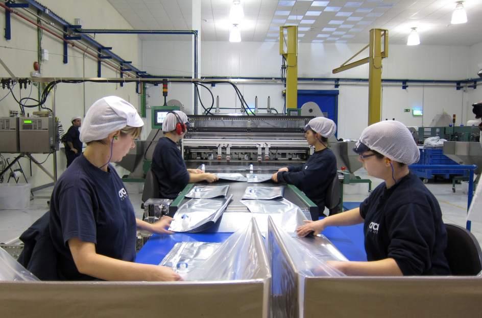 Trabajadoras en una fábrica. E.P.