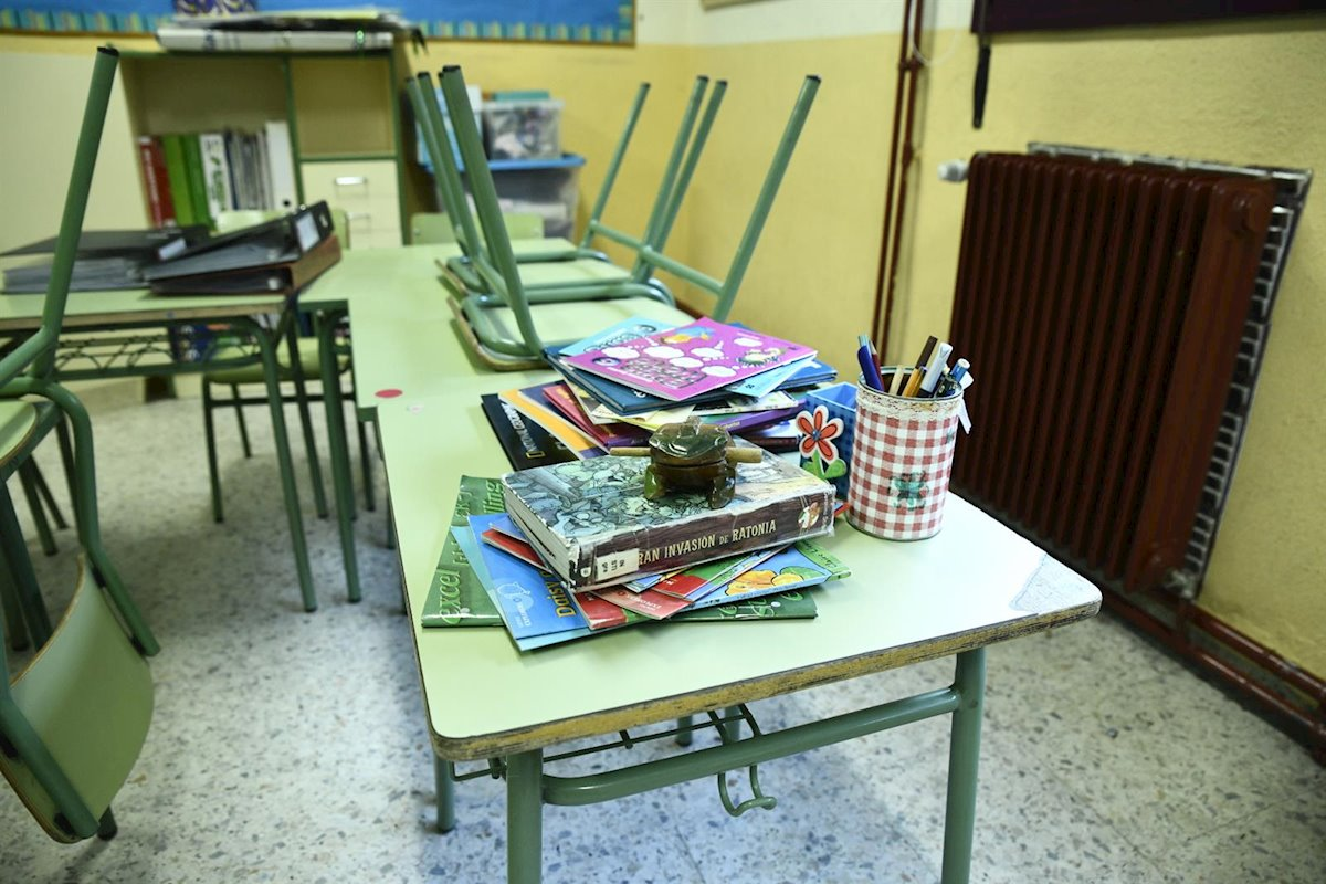 Material escolar y libros en un aula de un colegio de Madrid. E.P./Oscar Cañas