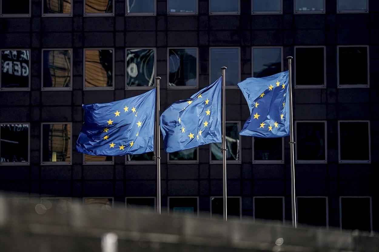 Banderas de la UE en el exterior del edificio de la Comisión Europea. AFP