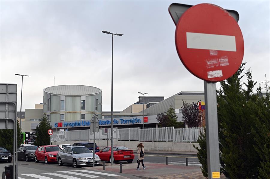 Acceso principal del Hospital Universitario de Torrejón de Ardoz. EFE/Fernando Villar