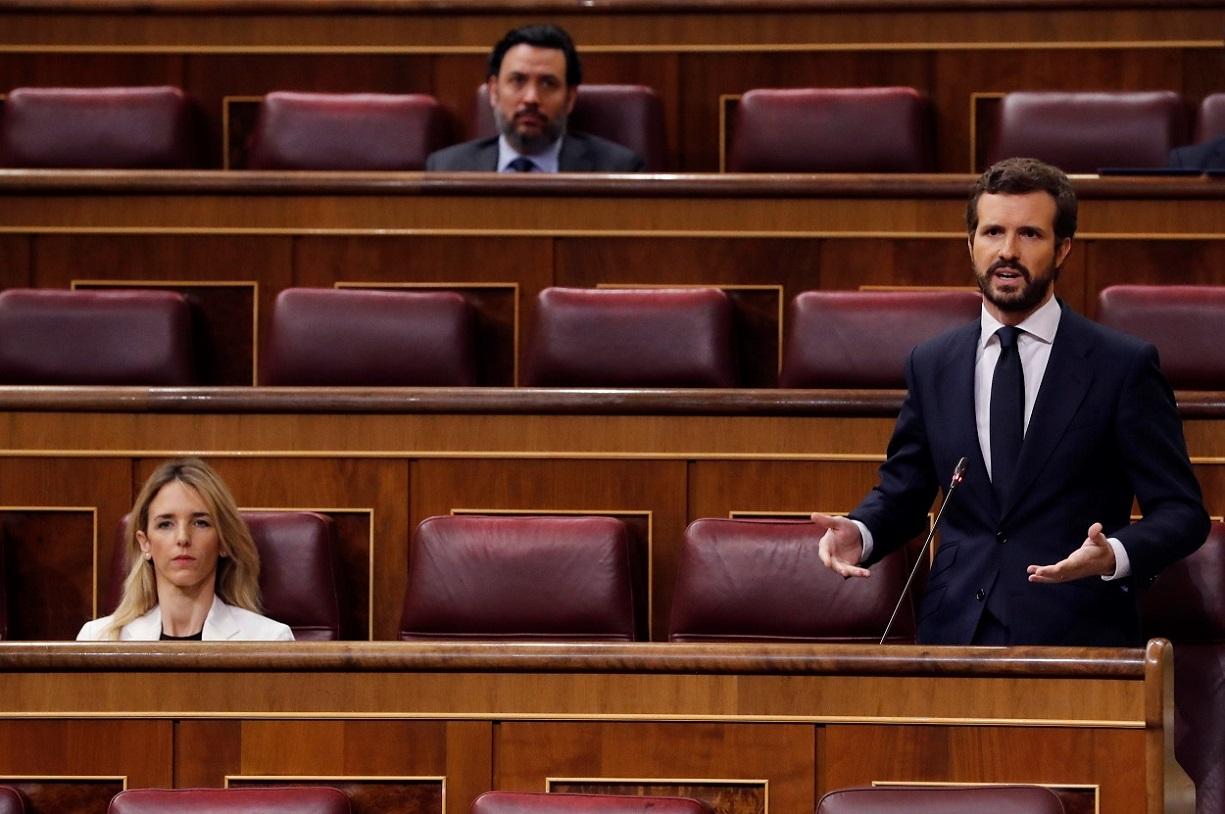 El líder del PP, Pablo Casado, interviene en la primera sesión de control al Gobierno desde que se declaró el estado de alarma. EFE/Ballesteros