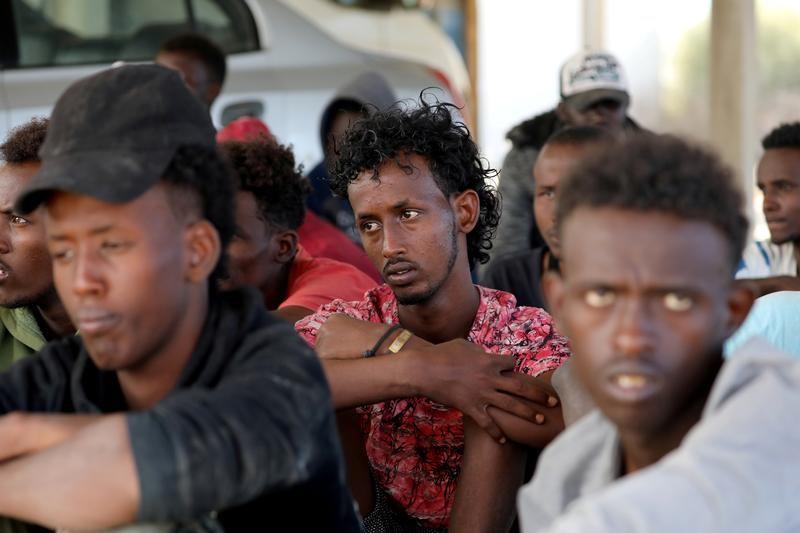 Un grupo de migrantes, tras ser rescatados por la guardia costera libia en Trípoli. REUTERS / Ismail Zitouny
