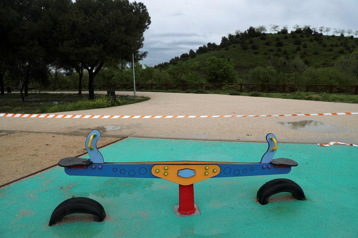 Un parque infantil clausurado durante el estado de alarma por la pandemia del coronavirus. REUTERS/Susana vera