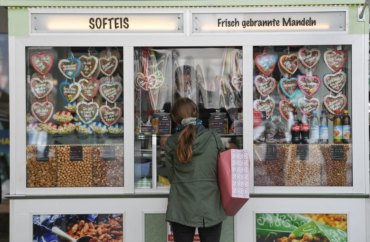 Pasteles de jejjibre con forma de corazón en una tienda en Munich. REUTERS/Andreas Gebert