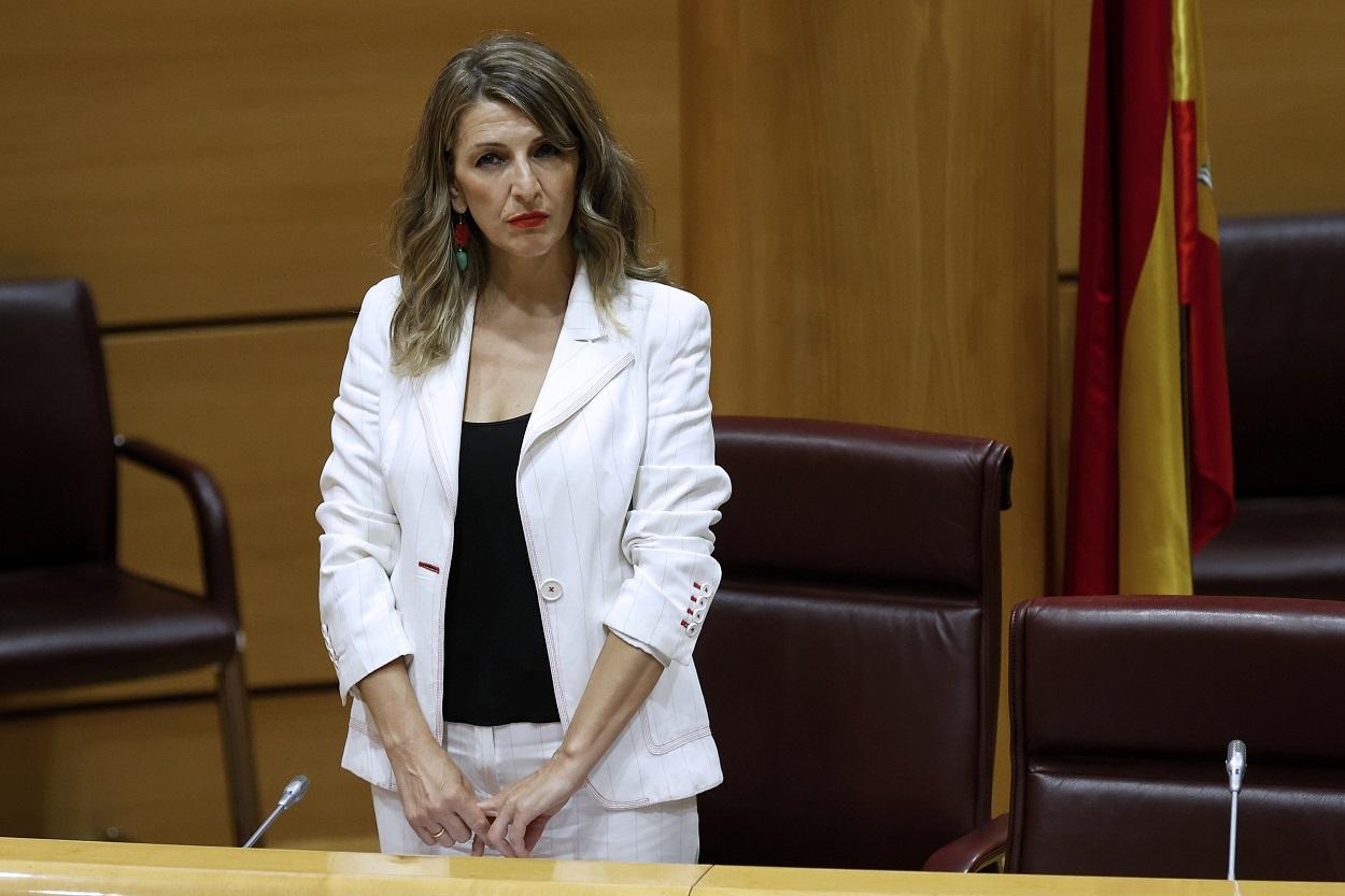 La ministra de Trabajo, Yolanda Díaz, antes de comparecer en la comisión correspondiente del Senado. EFE/Chema Moya