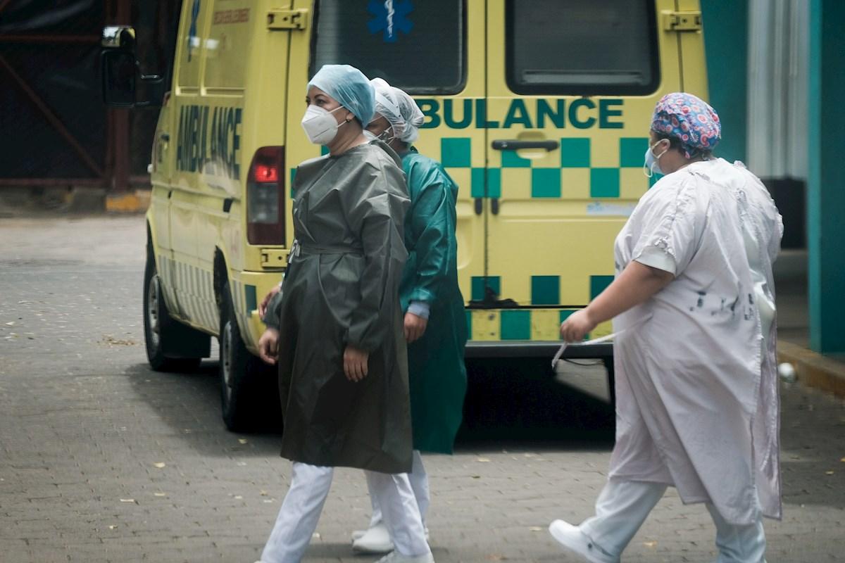 Personal sanitario en un hospital en Managua, la capital de Nicaragua. EFE/Carlos Herrera