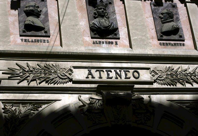 Detalle de la fachada del Ateneo de Madrid. E.P.