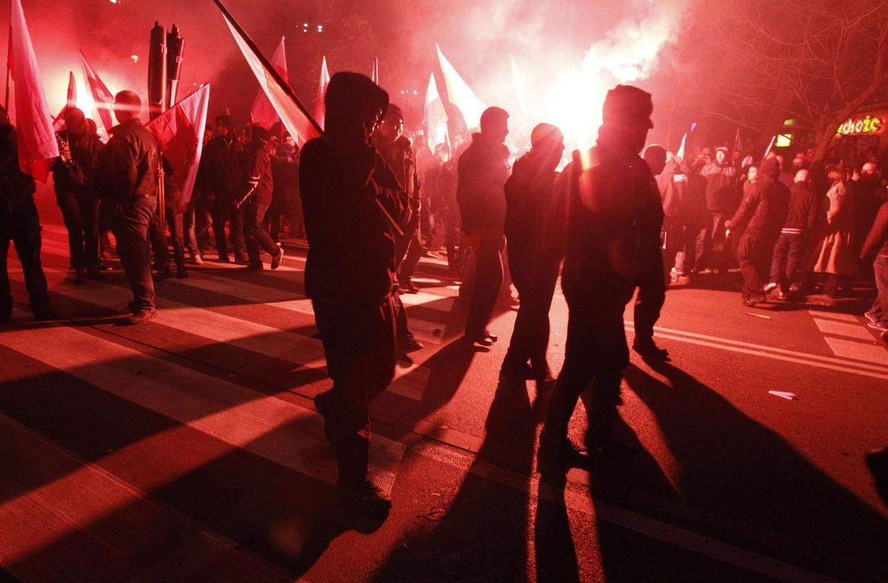 Manifestantes de ultraderecha en Varsovia, participando en su marcha anual coincidiendo con el Dia Nacional de Polonia. REUTERS