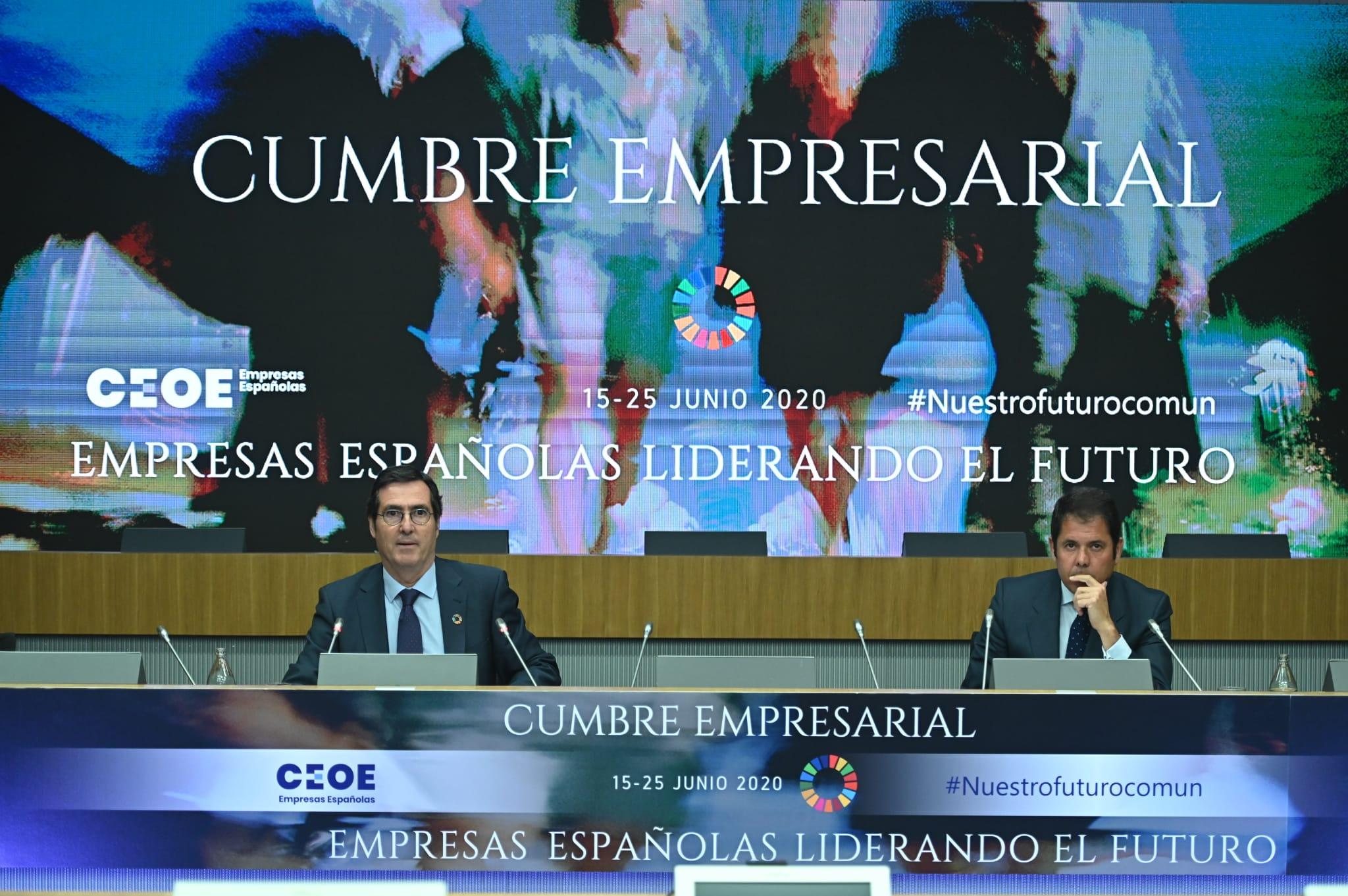 El presidente de CEOE, Antonio Garamendi, y el de Cepyme, Gerardo Cuerva, en la cumbre empresartial organizada por la patronal.