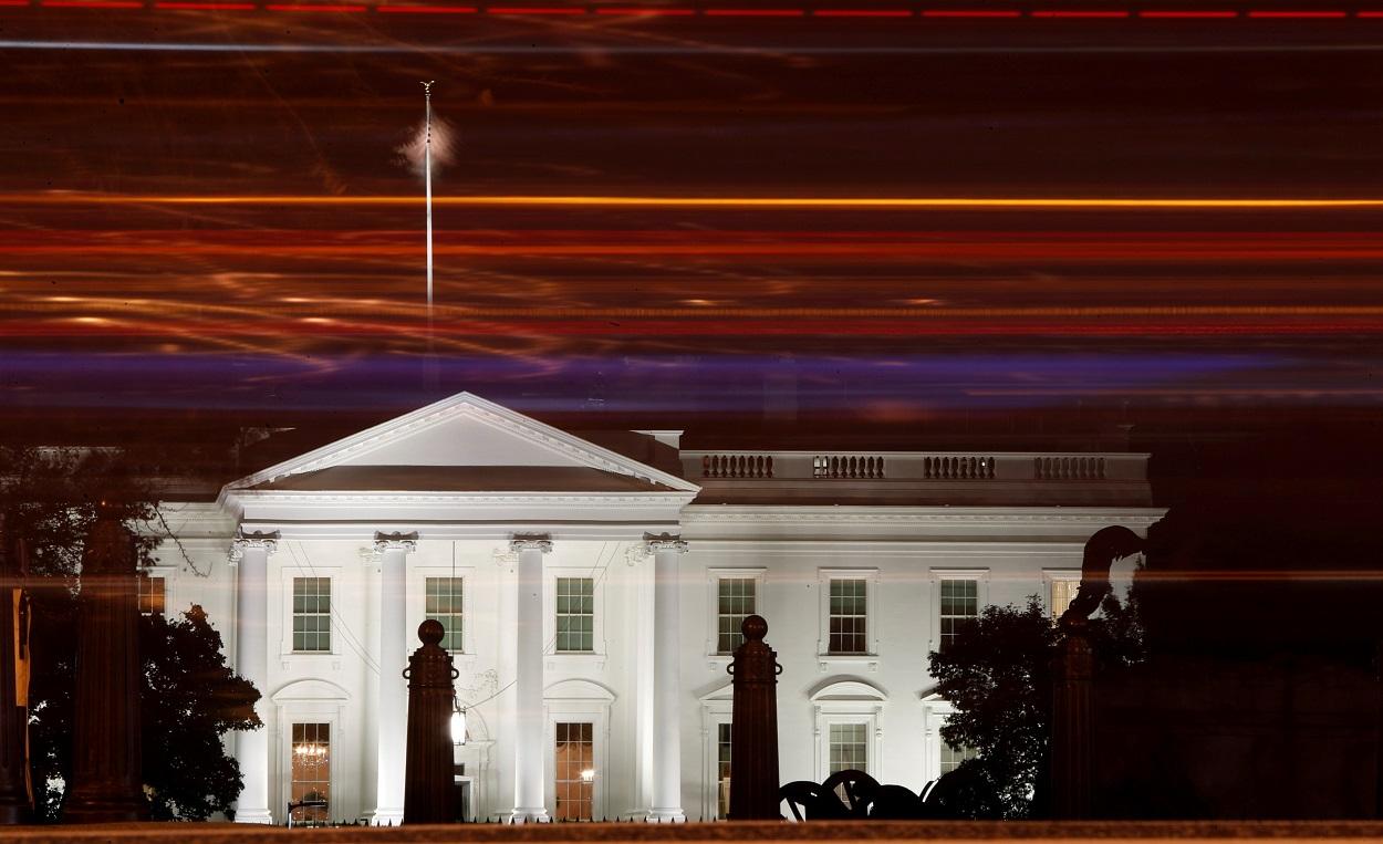 La Casa Blanca, de noche,iluminada, en Washington. REUTERS/Yara Nardi