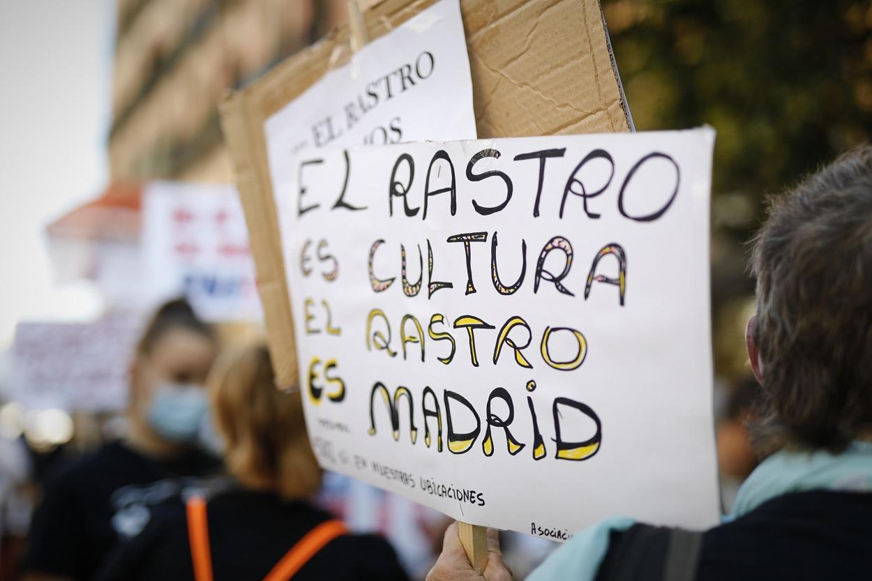 Manifestación de los vendedores del Rastro de Madrid para reclamar la reapertura del mercadillo: E.P./Jesús Hellín