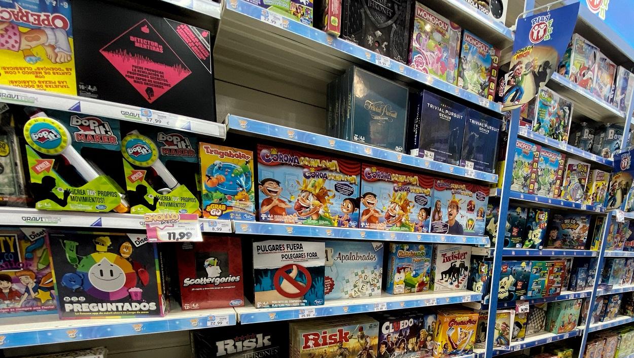 Estanterías con juguetes infantiles de un centro comercial de Madrid. E.P./Eduardo Parra
