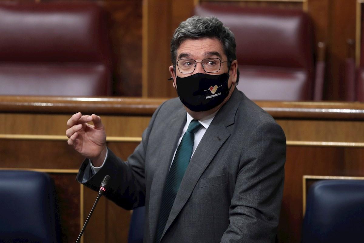 El ministro de Inclusión y Seguridad Social, José Luis Escrivá durante la sesión de control al Gobierno en el pleno del Congreso. EFE/Kiko Huesca
