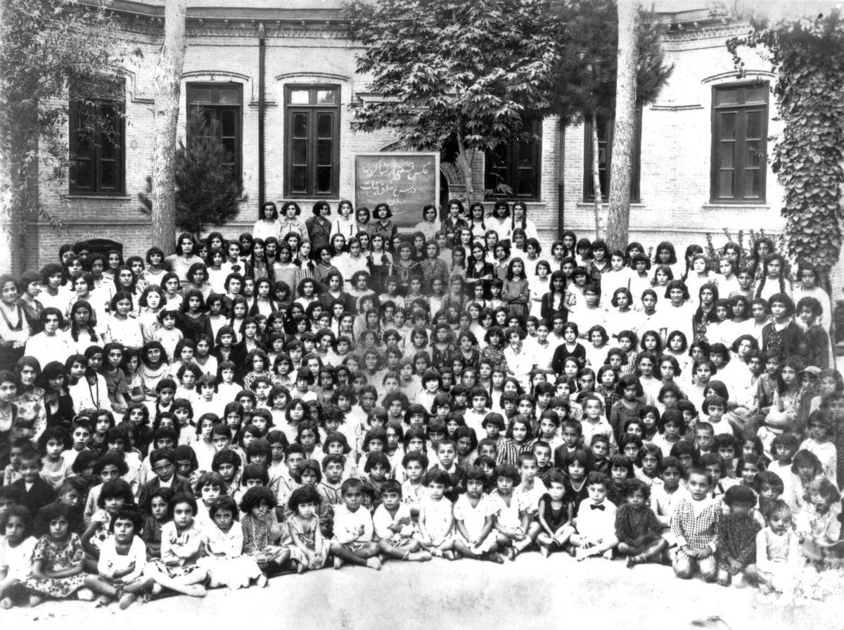 Estudiantes de una escuela bahai en Teherán, 1933
