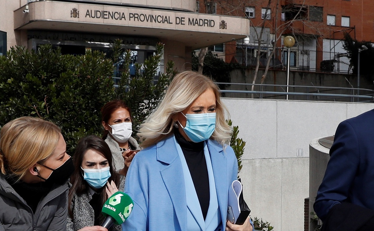La expresidenta de madrileña Cristina Cifuentes sale de la Audiencia Provincial de Madrid, después de que se hiciera pública su absolución en el caso Máster. EFE/J.J. Guillén