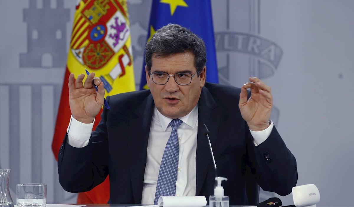 El ministro de Inclusión, Seguridad Social y Migraciones, José Luis Escrivá, en rueda de prensa tras reunión del Consejo de Ministros. EFE/ Ballesteros
